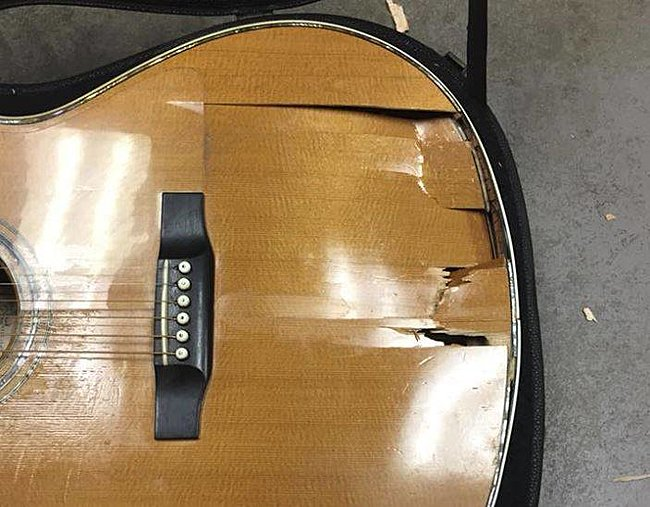 Click image for larger version  Name:guitar1.jpg Views:3 Size:50.2 KB ID:37669