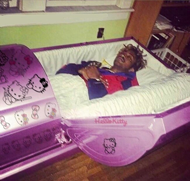 Click image for larger version  Name:hello kitty coffin.jpg Views:1 Size:94.3 KB ID:57563