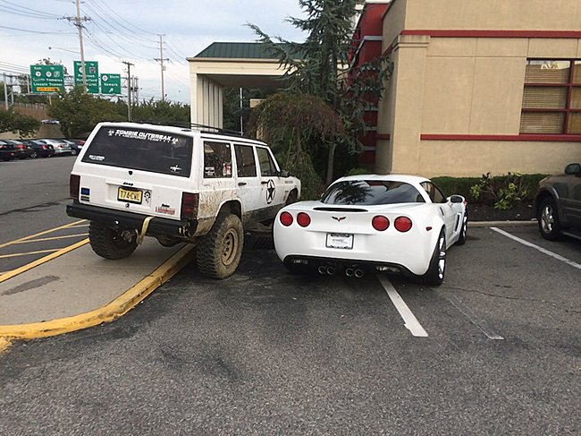 Click image for larger version  Name:bad jeep parking.jpg Views:4 Size:175.5 KB ID:36456